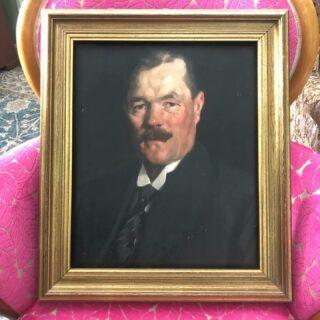 Det bästa sättet att ta sig ur sin Coronadepp är att passa på att utöka sin porträttsamling, inte sant? Målad av Samuel (Sam) Uhrdin, daterad 1918. Tack Galleri Skott i Arboga för att jag fick lägga vantarna på denne allvarlige herre.  #SamuelUhrdin #porträtt