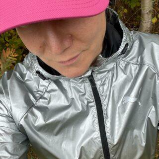 Reflexjacka på löprundan även mitt på dagen. Dåliga tider att förväxlas med en älg i mina hemtrakter.