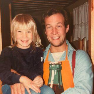 TILLBAKABLICKSTORSDAG: jag och pappa, på den tiden båda hade frisyr.