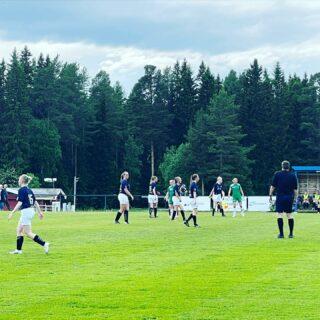 En jämn, knallhård match på Offerdalshägna mellan Offerdals IF och Ragunda BK. 0-0 än så länge, underbart offensivt från båda håll.