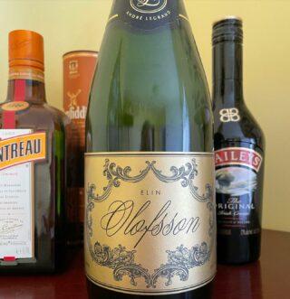 Har sparat den här flaskan champagne längst bak i barskåpet ett par år till ett särskilt men oklart tillfälle ... och nu när jag spontangråtit framför regeringens presskonfa om lättade restriktioner känns 29 september som dagen då korken ryker!