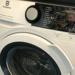 Torpets maskinpark uppgraderas! Ny tvättmaskin! Tack, Elkedjan Krokom! Nu ska jag tvätta hela påskhelgen 😅  #Husqvarna
