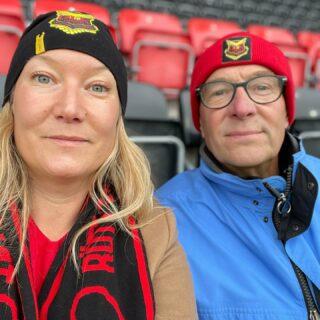 Pappa och jag är förhoppningsfulla. Typ. Eller något ditåt. ❤️🖤❤️🖤 #ÖstersundsFK #Allsvenskan