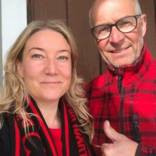 Jag och pappa laddar inför ÖFK:s match mot Malmö FF med lakritsglass! #ÖFK #visadinafärger  #östersundsfk⚫️🔴 #MFFÖFK