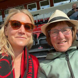 Mamma och jag är på plats för att heja på ÖFK (mot Hammarby)! #ÖFK #Allsvenskan